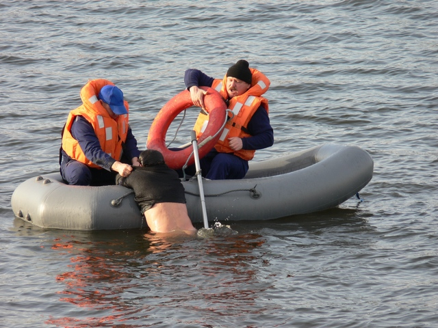 Спасаться на лодке